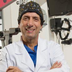Conoce a tu profe: Michel Mehech, un oftalmólogo de famosos y con programa de radio